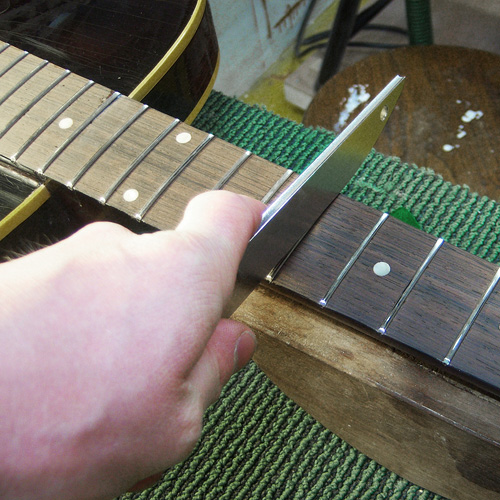 frets are crowned with a diamond file