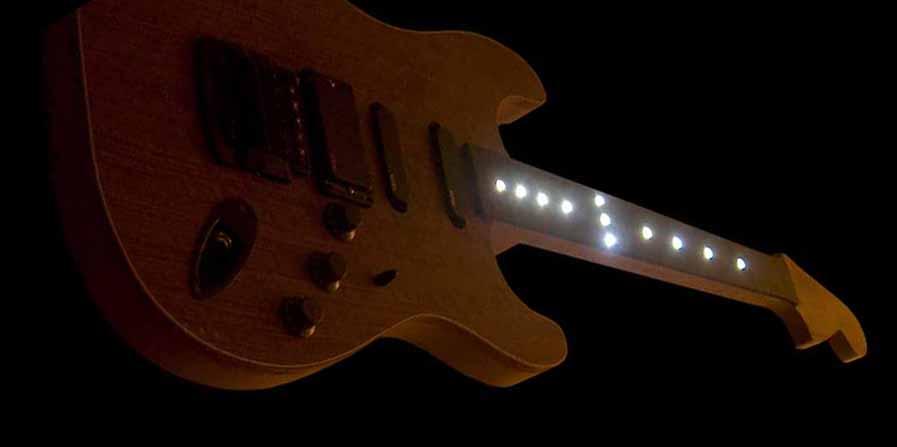 #36 stratocaster met emg en led verlichting aan