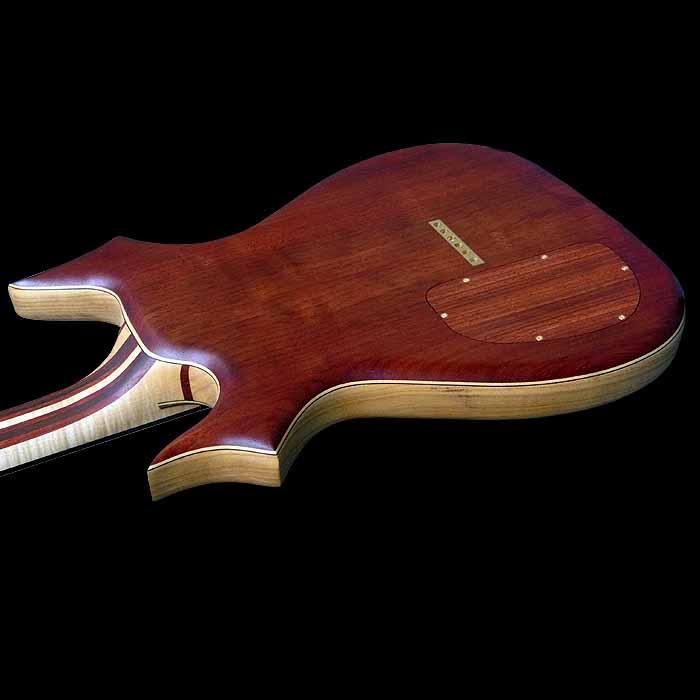 #64 psiliste elektrische gitaar body achterkant schuin