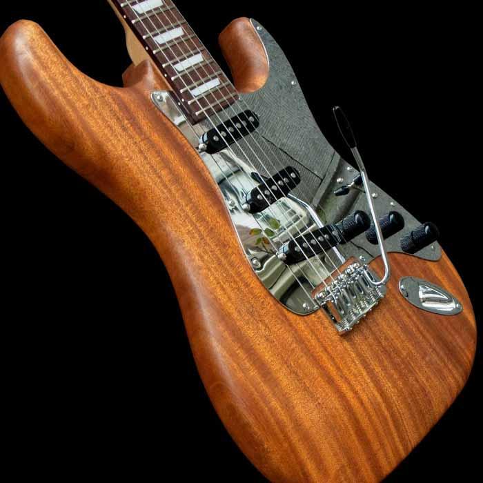 #68 stratocaster met mahonie body schuin