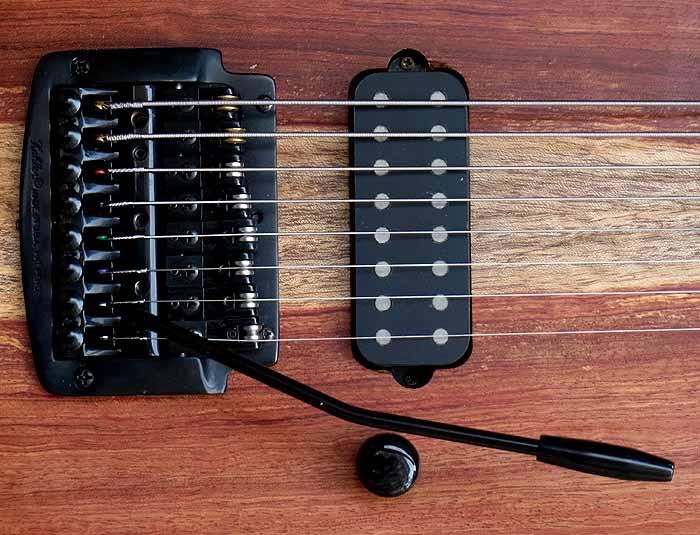 #74 baritone gitaar 8-snarig pickup tremolo