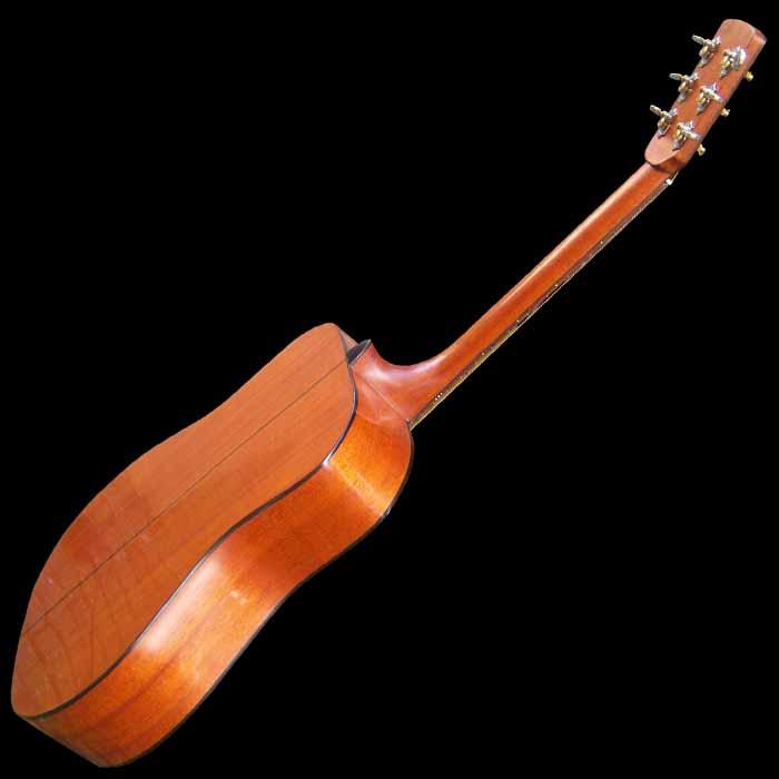 D-style akoestische gitaar achterkant schuin