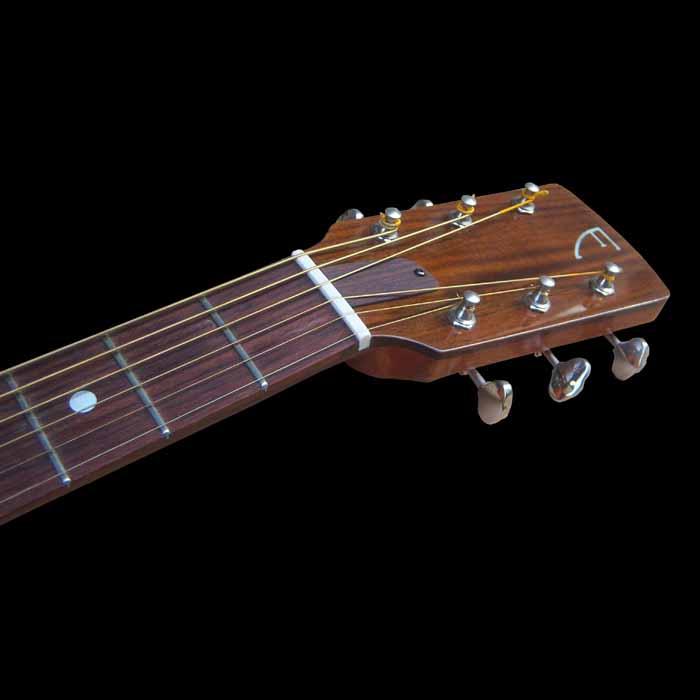 D-style akoestische gitaar kop voorkant