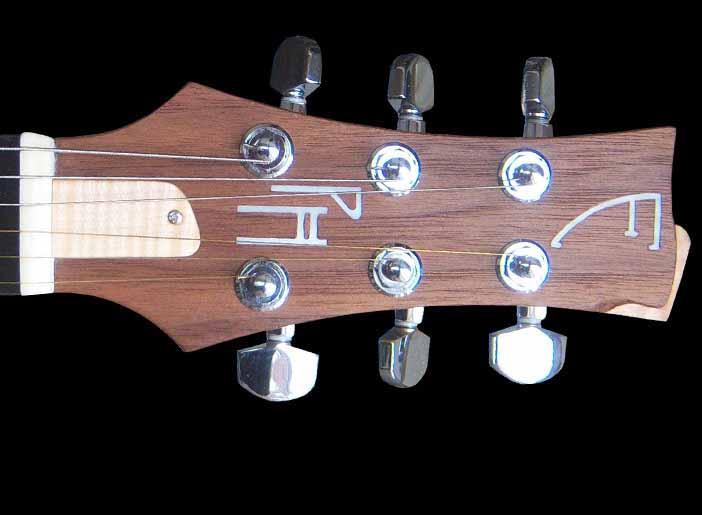 Custom-1 elektrische gitaar met parelmoeren inleg in de kop